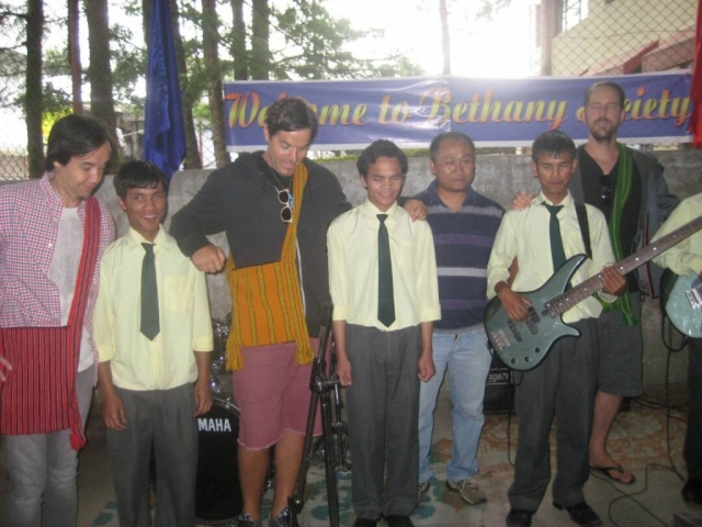 "The school band ""Light After Dark"" performed with the eminent rock band ""Hoobastank"""